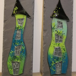 skæve glashuse på skifer blå/grøn