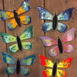 Lille sommerfugl i glas med krog