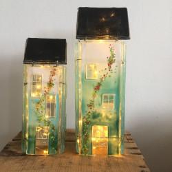 Høje grønne glashuse til lys