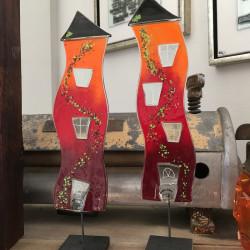 skæve glashuse i rød og orange